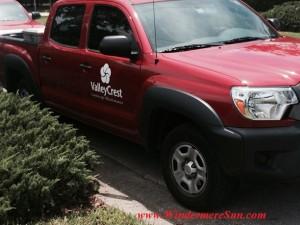 Lakes of Windermre Fountain Repair3-Valley Crest truck (credit: Windermere Sun-Susan Sun Nunamaker)