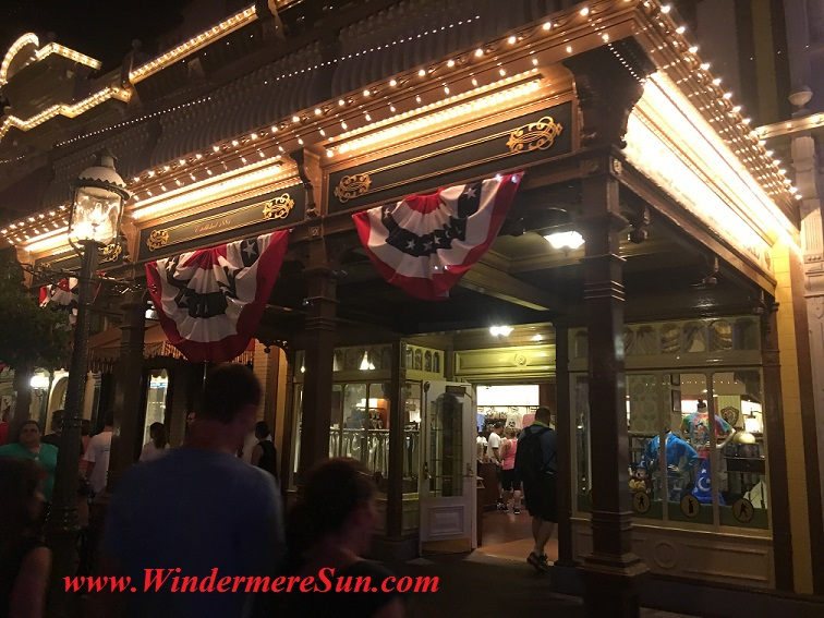 Disney-MagicKingdom-Main Street Giftshop July4 flag under roof final