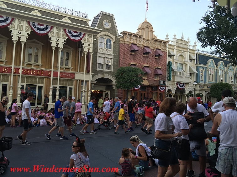 Disney-MagicKingdom pedestrians on July4, 2016 final