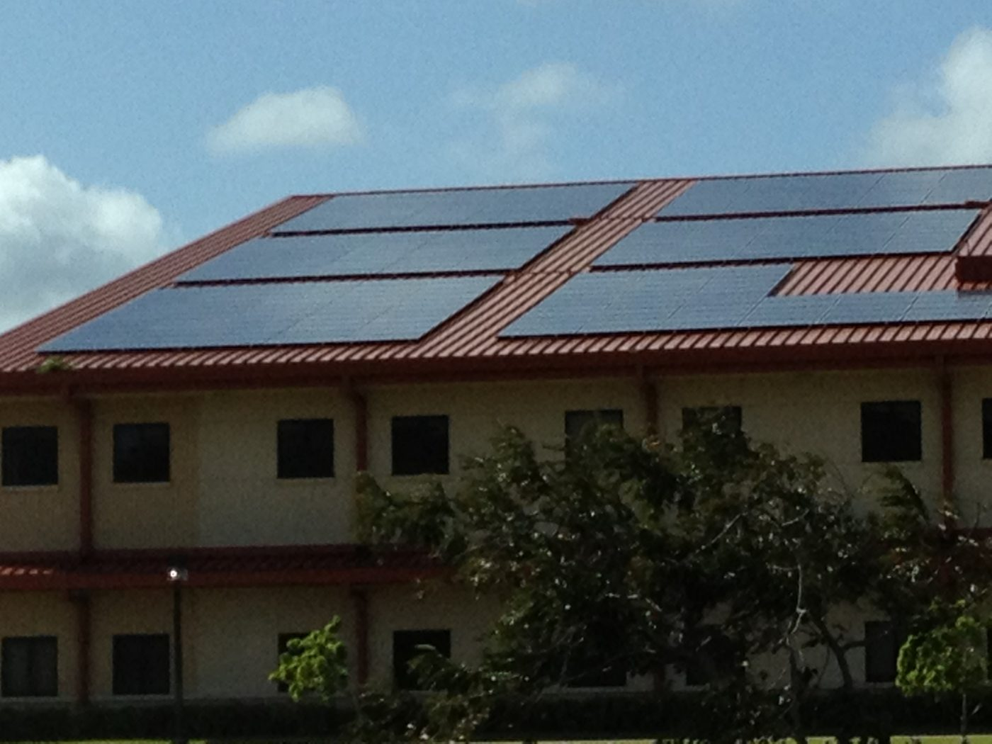 kauai-community-college-with-solar-panels-2012-close