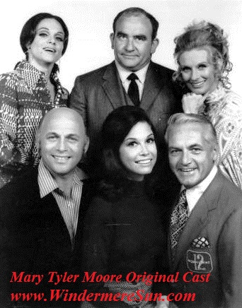 Mary_Tyler_Moore_cast_1970 Top-Valerie Harper (Rhoda), Ed Asner (Lou Grant), Cloris Leachman (Phyllis). Bottom-Gavin MacLeod (Murray), Moore, Ted Knight (Ted) final