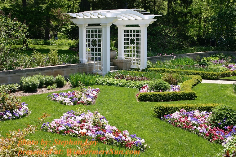 garden-with-flowers-and-pergola-1634156, by Stephan Loy final