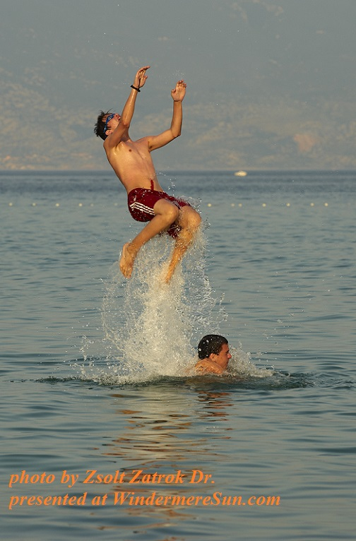 young-boys-jumping-in-the-sea-1351775, by Zsolt Zatrok Dr final