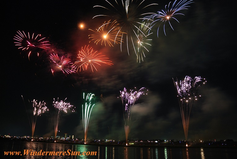 fireworks-colorful-sky-night-73814 final