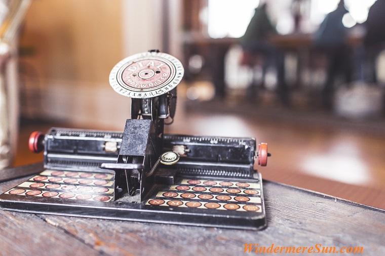 keyboard-old-antique-typewriter final