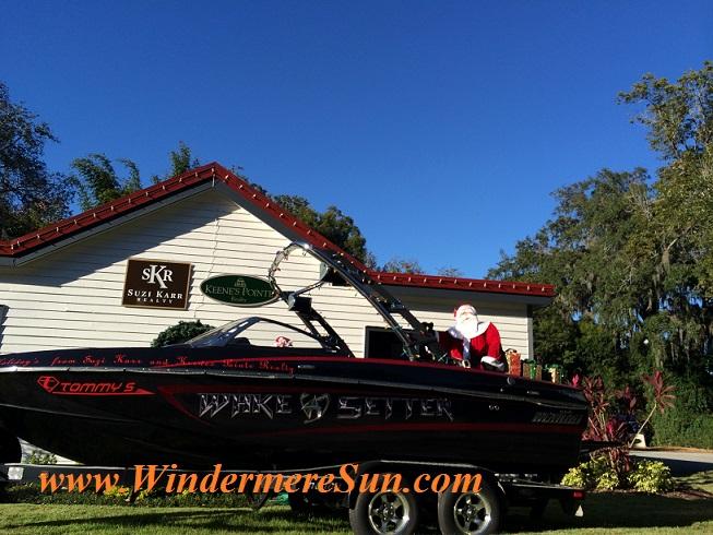 Windermere- Santa Boat near the Roundabout at Downtown Windermere (credit:Windermere Sun-Susan Sun Nunamaker)