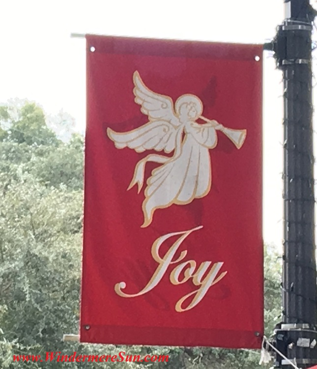 Holiday Joy sign at Windermere (credit: Windermere Sun-Susan Sun Nunamaker)