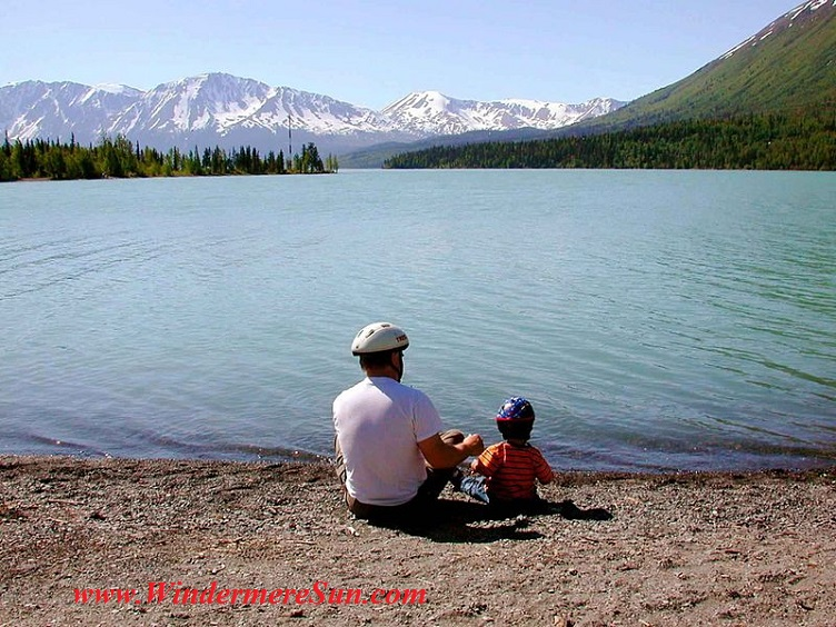 A father with his son by the lake (Public domain, by Laubenstein, Karen, U.S. Fish and Wildlife Service)