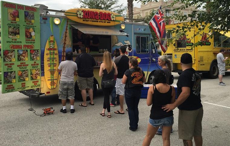 Kona Dog Food Truck waiting line