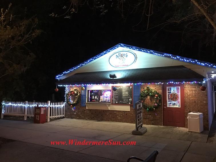 Holiday Lights at Allen's Creamery (credit: Windermere Sun-Susan Sun Nunamaker)